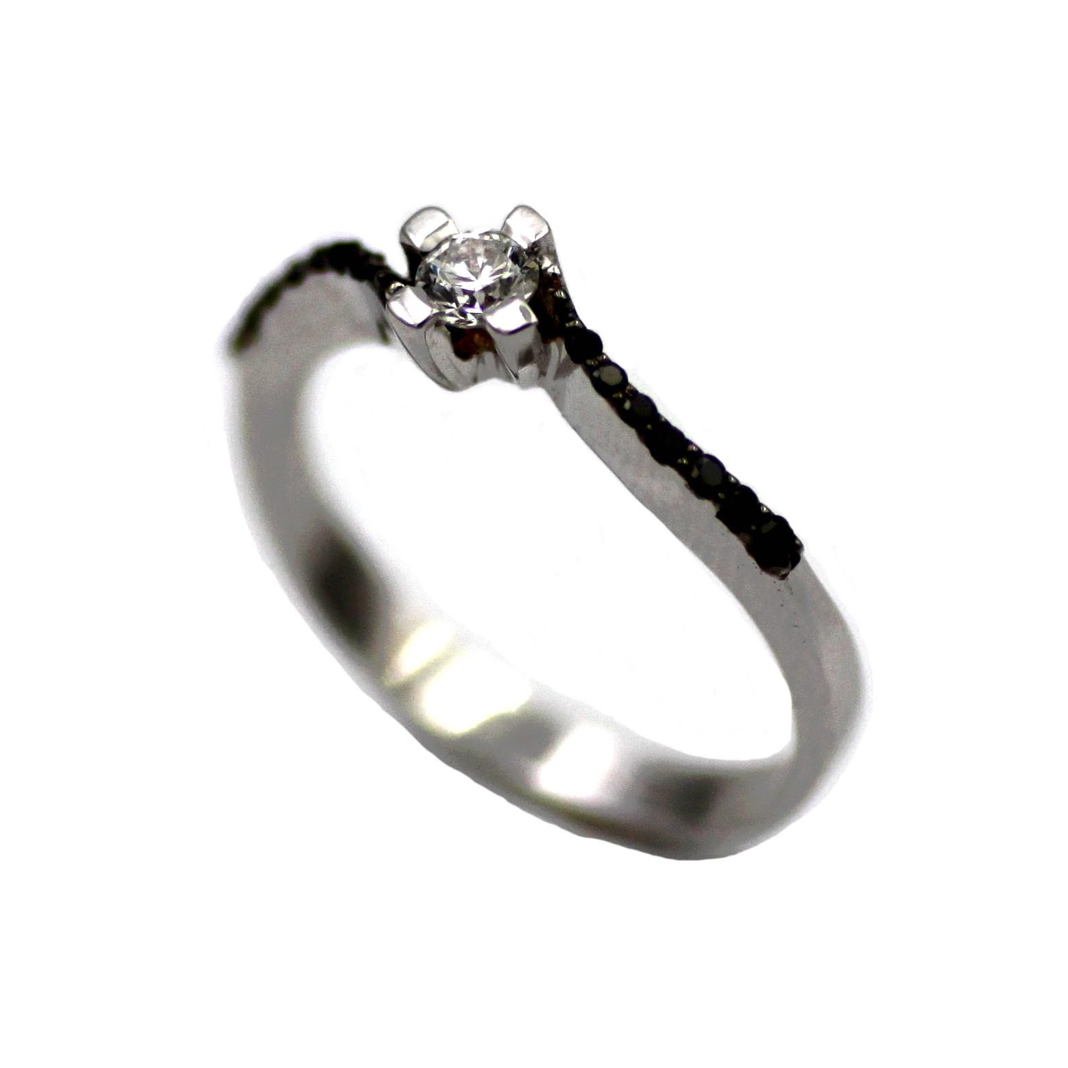 d10119be6470 Sortija de oro blanco Solitario diamante negro brazo diamantes Joyería Juan  Luis Larráyoz Pamplona sortijas de