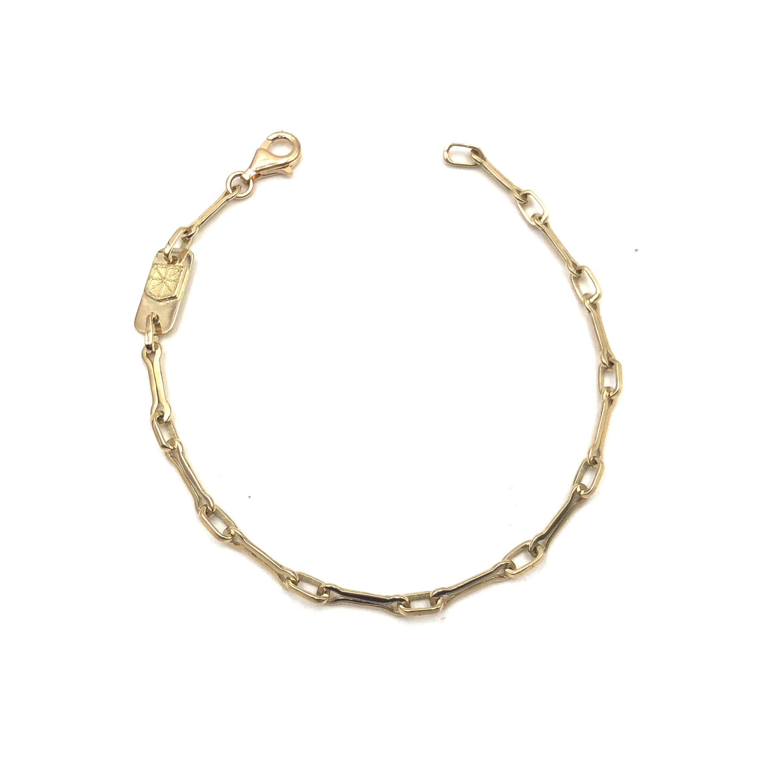 a465ba7605c7 pulsera de oro cadenas de navarra con chapa escudo navarra joyerías juan  luis larráyoz pamplona